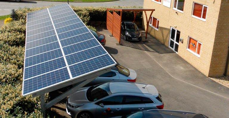Cocheras con techo panel solar